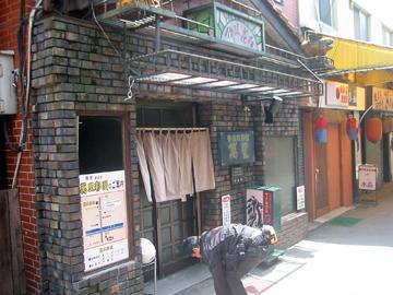 「万里」のお店の入口