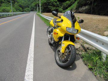 真っすぐな道とSS900
