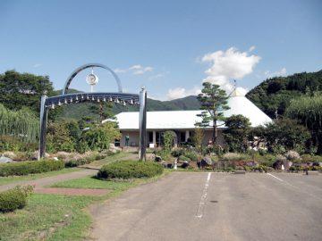 「中山晋平記念館」の入口から全貌