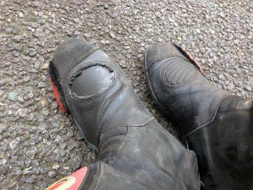 ブーツなんとかダマシだまし‥‥