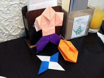 昼飯の待ち時間に折り紙でヒマツブシ