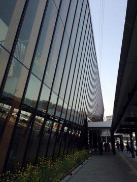 近代的な飯山駅舎。かっこいいね。