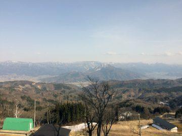 斑尾高原の上から志賀高原を望む