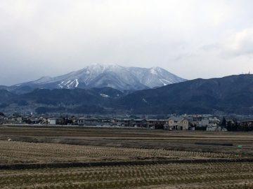 そろそろ冬景色の飯縄山