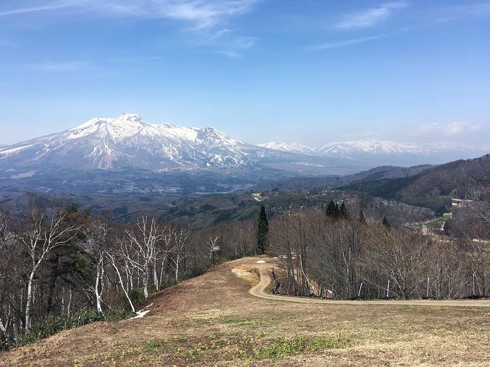 斑尾から妙高山を一望